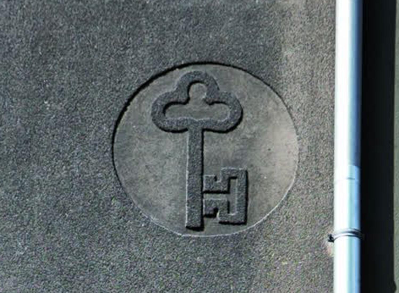 Sgraffito mit Handwerkssymbolen